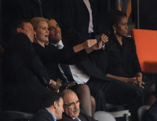 Obama-taking-selfies